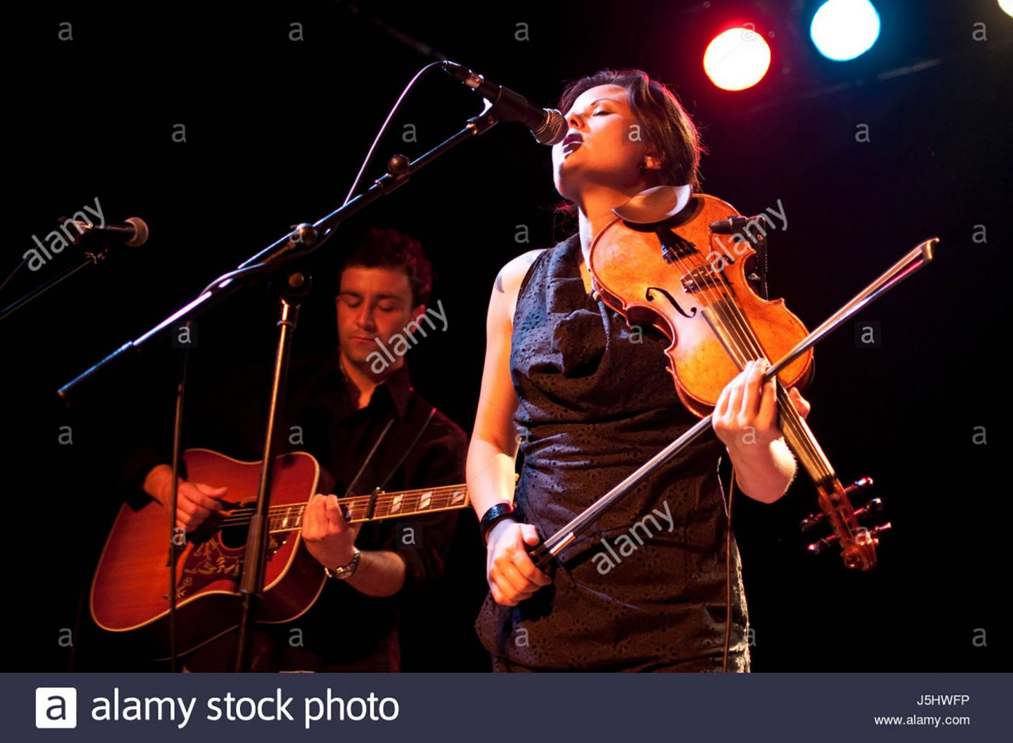 Live music photo of Irish folk musician
